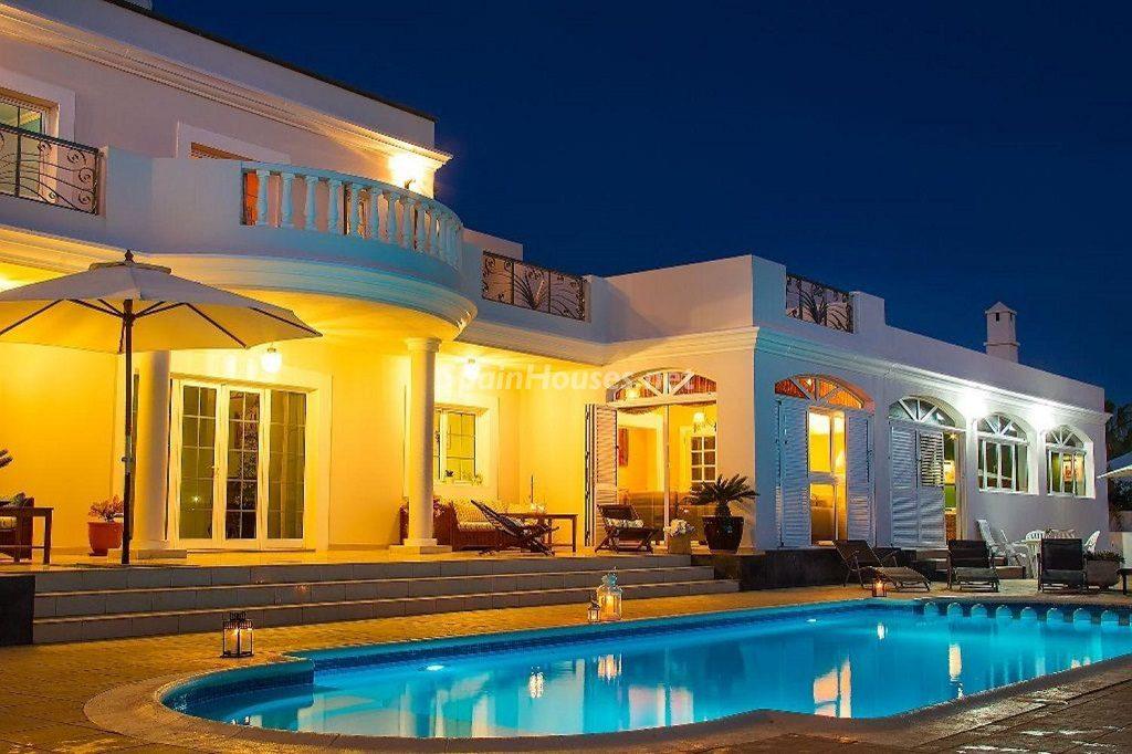 casa nocturna 2 1024x682 - Costa Teguise (Lanzarote, Las Palmas): Escapada de invierno al sol de Canarias