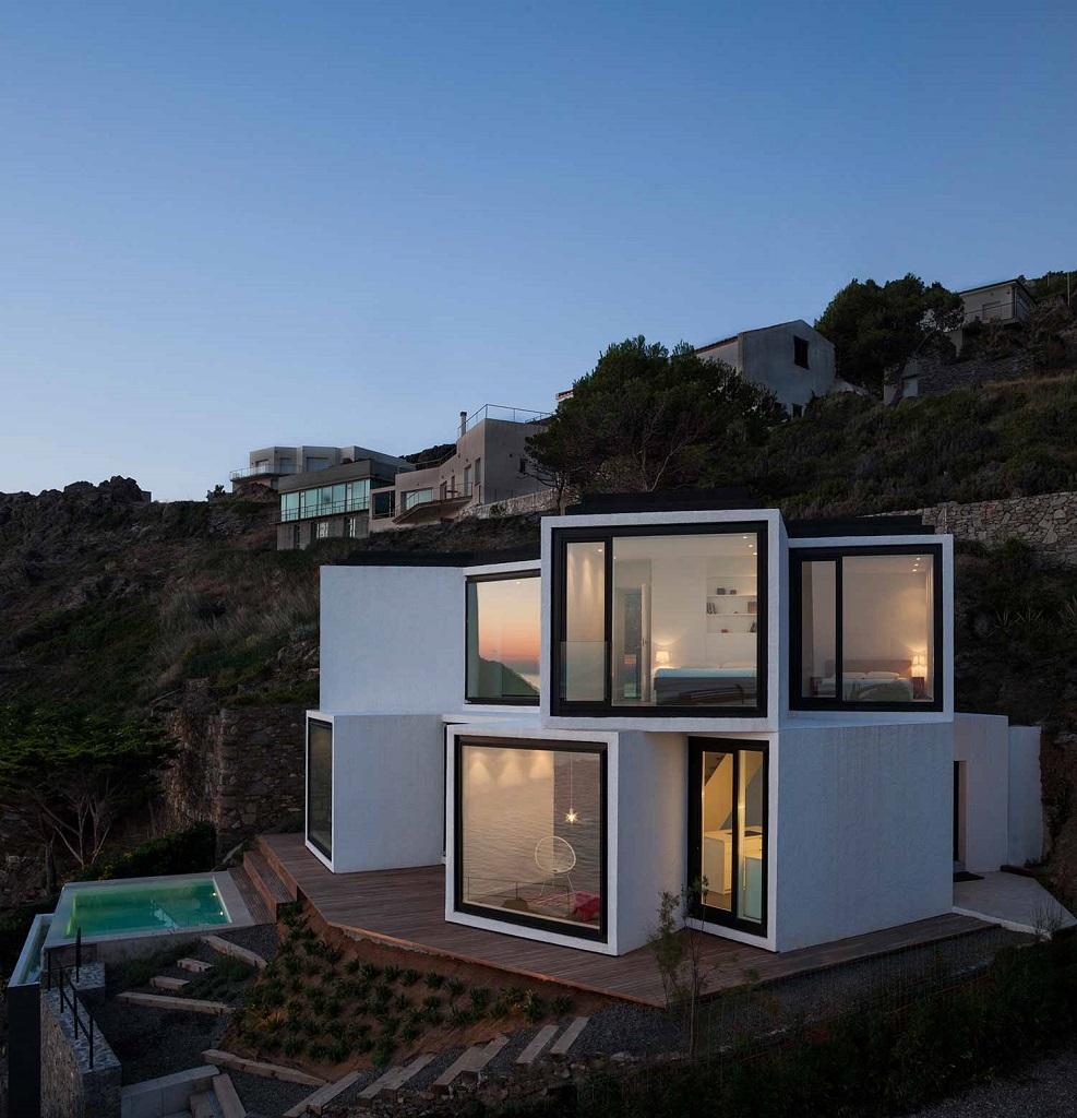 """casa nocturna11 - """"Casa Girasol"""" en Costa Brava, o las múltiples y geniales vistas entre la montaña y el mar"""