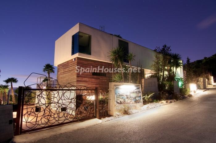 casa nocturna2 - Preciosa y moderna villa llena de exclusividad en Benidorm, Costa Blanca