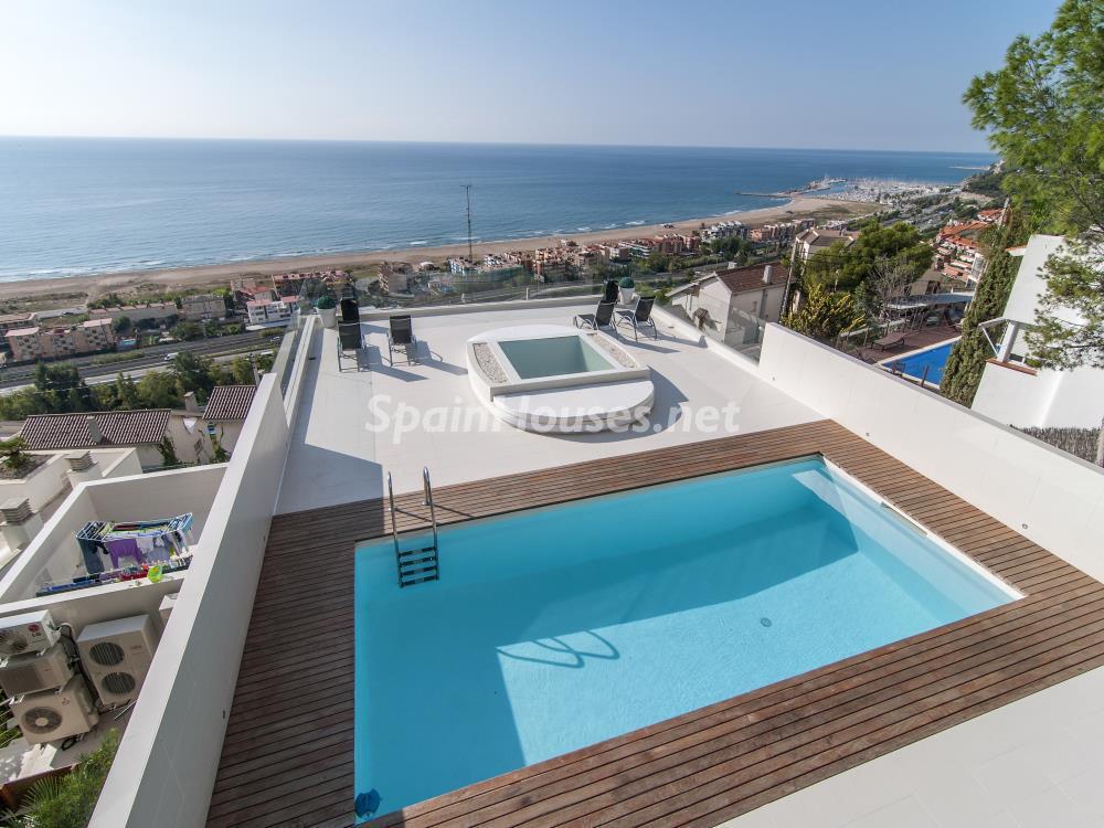casa piscinayvistas - Casa minimalista transparente, diáfana y abierta al mar en Castelldefels (Barcelona)