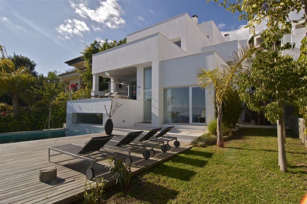 casa terraza piscina 1024x680 - Unas vacaciones de ensueño en Punta de la Mona, La Herradura (Granada), frente al mar