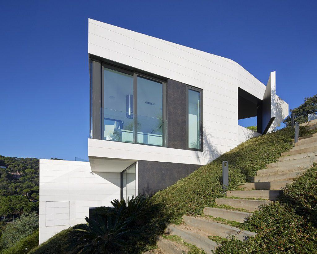 casa1 8 1024x820 - Casa de diseño bañada por el sol en Santa Cristina d'Aro, Girona (Costa Brava)