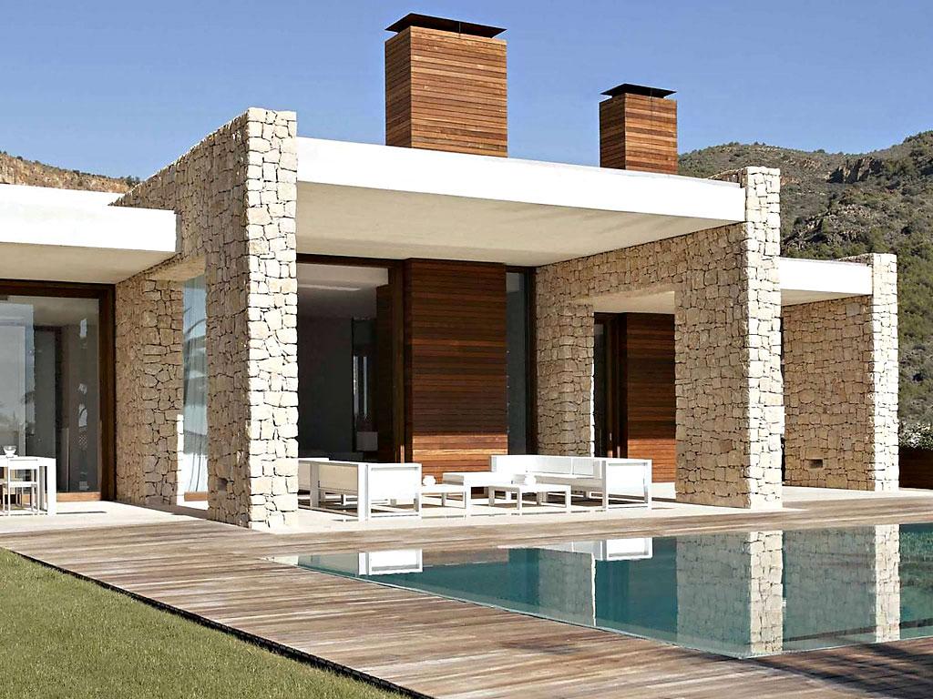 casa115 - Muros de piedra y patios en busca de luz en una espectacular casa en Valencia