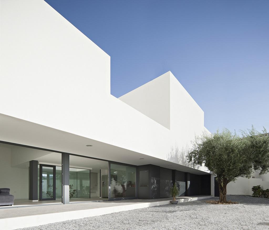 casa40 - Preciosa casa en Granada de líneas puras y blanco minimalista