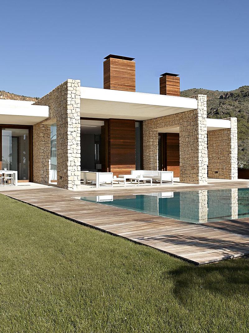 casa43 - Muros de piedra y patios en busca de luz en una espectacular casa en Valencia