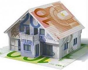 casadinero 300x240 - Vender o comprar una vivienda: factores que hacen bajar el valor de su precio