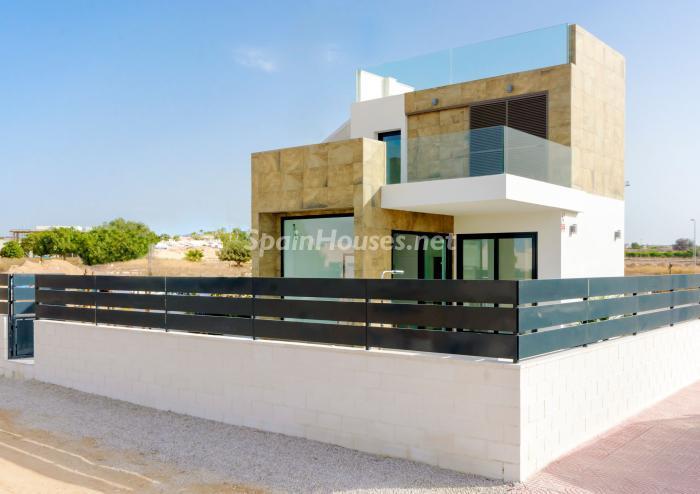 casaexterior1 - Coqueta y luminosa casa de diseño en Guardamar del Segura (Costa Blanca, Alicante)