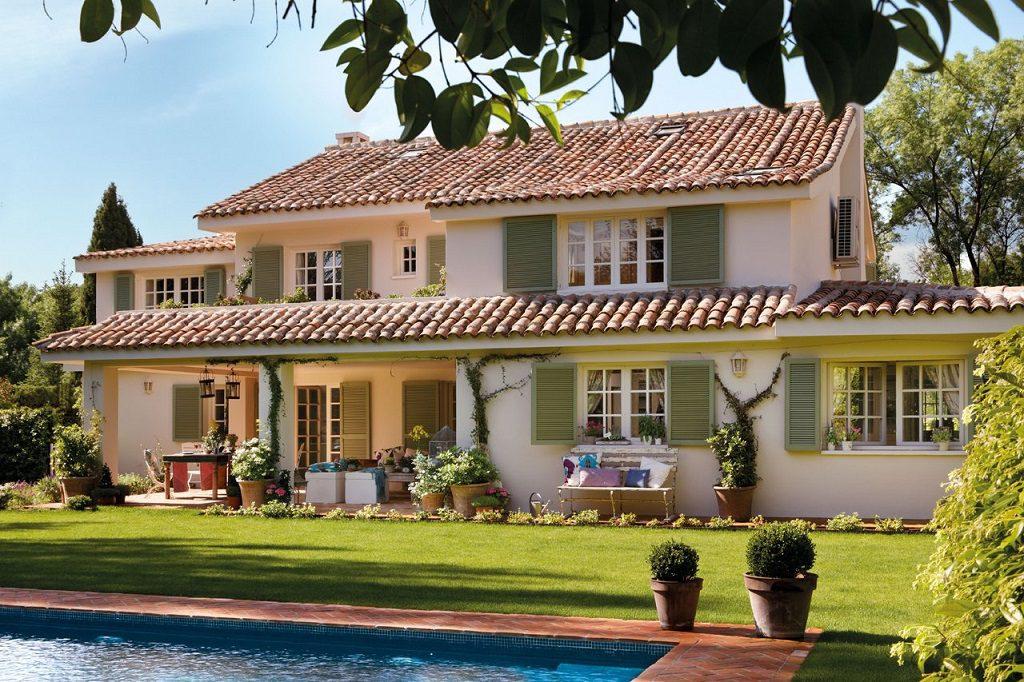 casapiscinayjardin 1024x682 - Elegancia clásica rodeada de jardín: una casa llena de detalles en Madrid