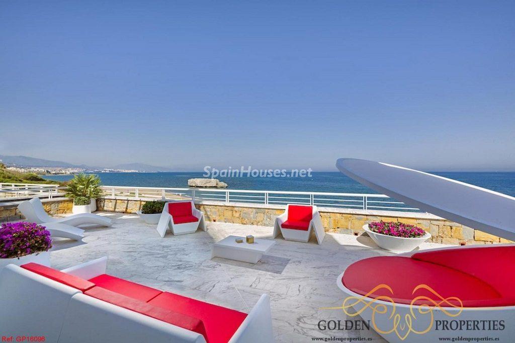 casares malaga 2 1024x682 - 12 áticos, pisos y apartamentos con espectaculares y modernas terrazas que miran al mar