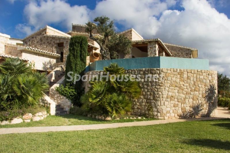 casayjardin 1 - Lujosa casa vestida de piedra en Benitachell (Costa Blanca) con vistas panorámicas al mar