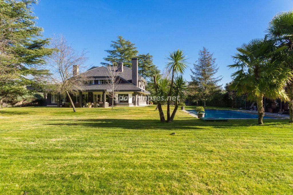 Fantástica casa con piscina y un hermoso jardín en Villanueva de la Cañada (Madrid)