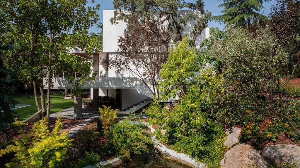 casayjardin1 - Genial toque otoñal y minimalista en una fantástica casa en La Moraleja (Alcobendas, Madrid)