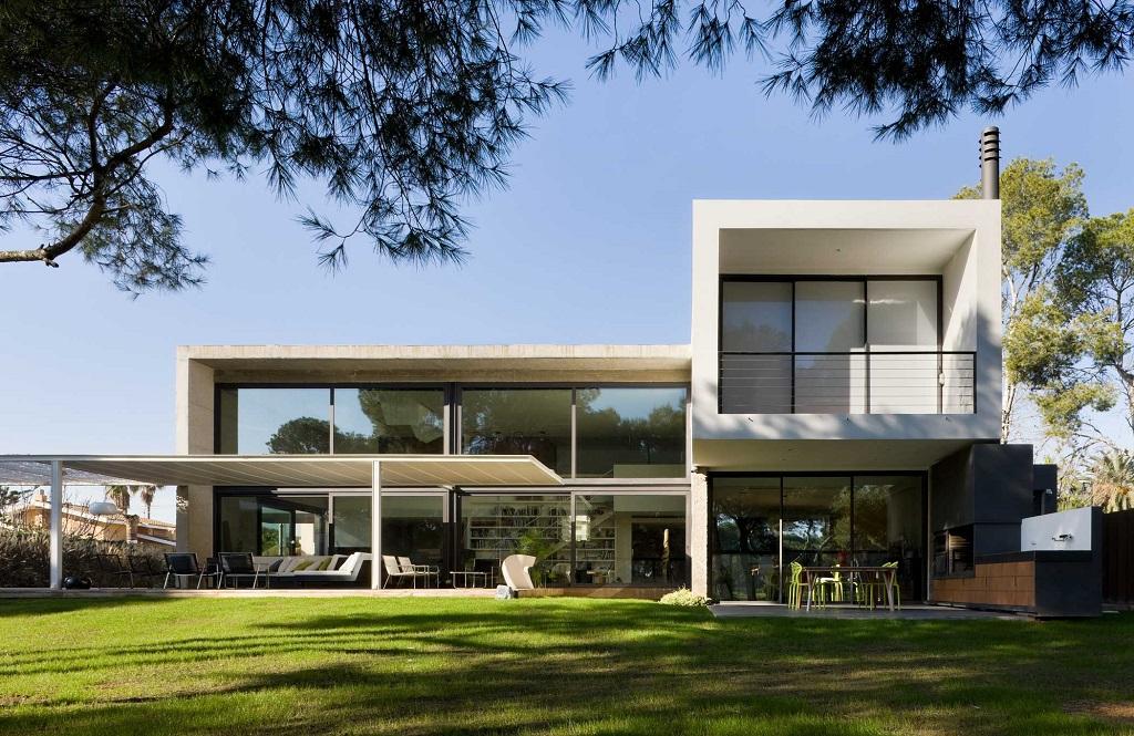 casayjardin2 - Luz, volumen y espacio en una fantástica casa en el Pinar del Grao, Castellón de la Plana