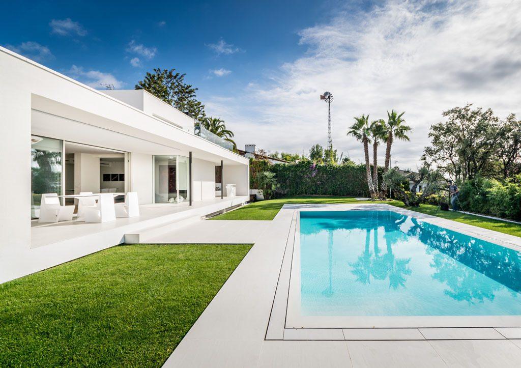 casaypiscina 19 1024x723 - Casa en Alella (Barcelona), de diseño minimalista y piscina primaveral