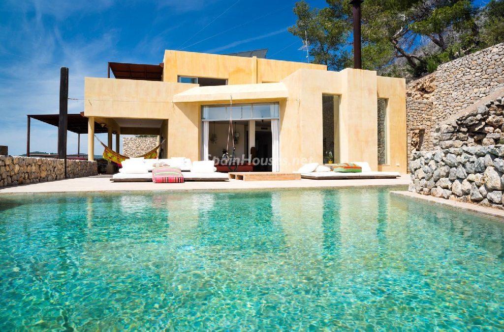 casaypiscina 20 1024x676 - Relax, mediterráneo y verano en una casa en Roca Llisa, Santa Eulalia (Ibiza)