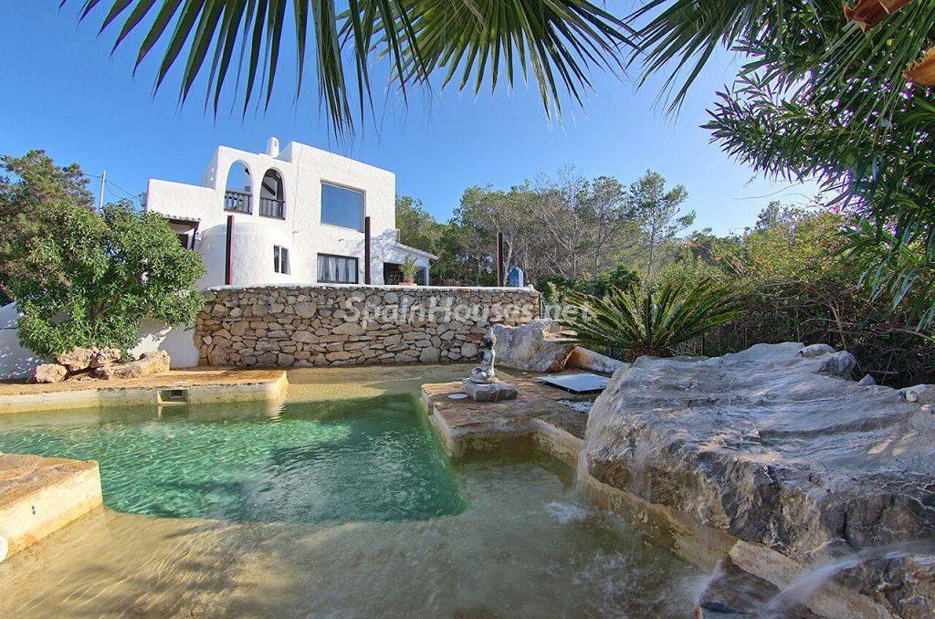 casaypiscina 6 1024x678 - Atardecer mágico en Ibiza: Casa en alquiler de puro estilo ibicenco y encanto mediterráneo