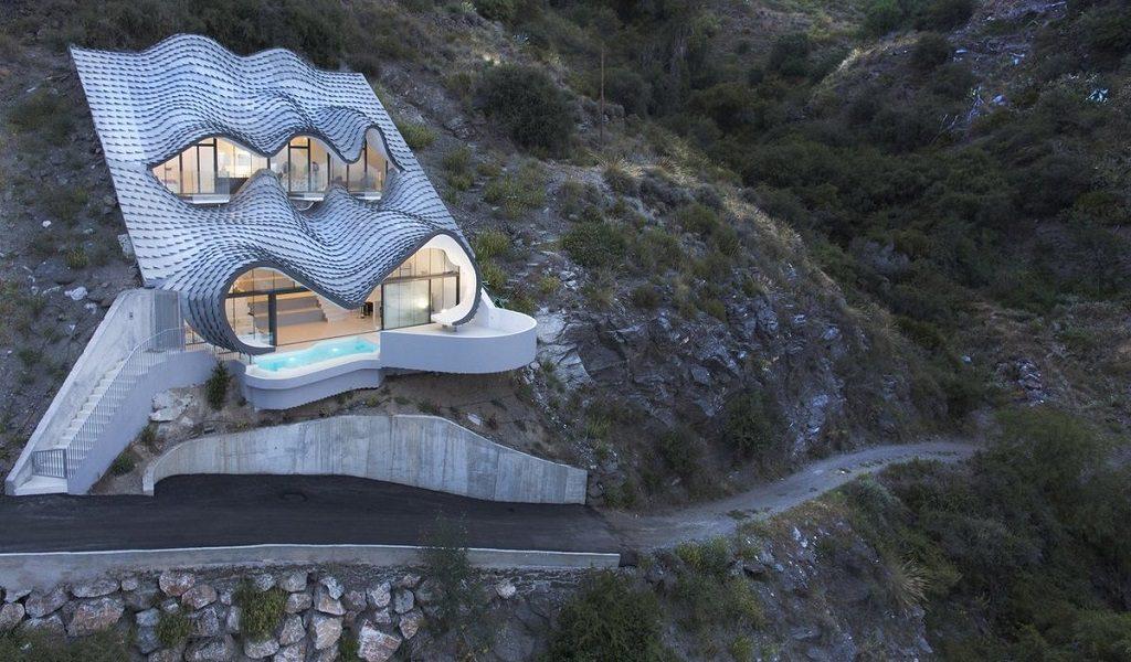 casaypiscina 8 1024x600 - Casa modernista en Salobreña (Granada) o dragón imponente que se asoma al mar