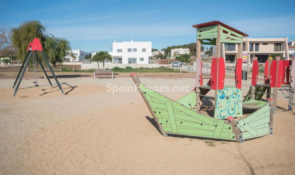 casayplaya 1 1024x608 - Diseño escandinavo en una soleada casa junto a la playa en Cambrils (Costa Dorada)