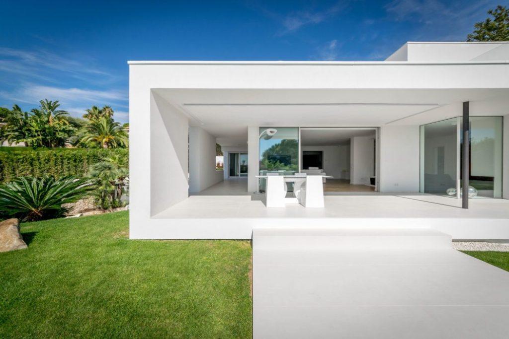 casayporche 1 1024x683 - Casa en Alella (Barcelona), de diseño minimalista y piscina primaveral