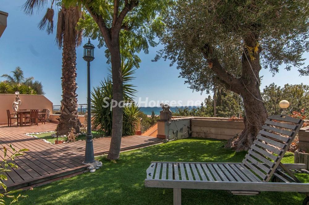 castelldefels barcelona 2 - Esperando el sol del otoño en 12 preciosos porches y terrazas con vistas al mar