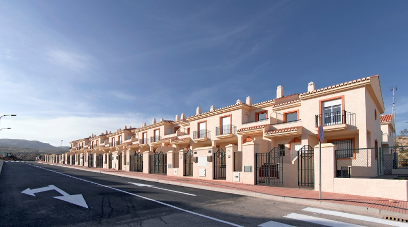 chalets sareb almeria - Sareb ralentiza su ritmo de venta a particulares: 30 pisos al día en el primer semestre