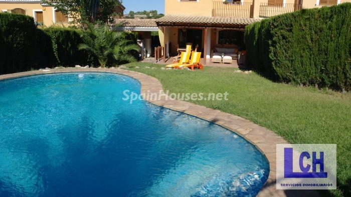 chiva valencia1 - Verde, sol y mar: 19 fantásticas viviendas a buen precio en campos de golf en España