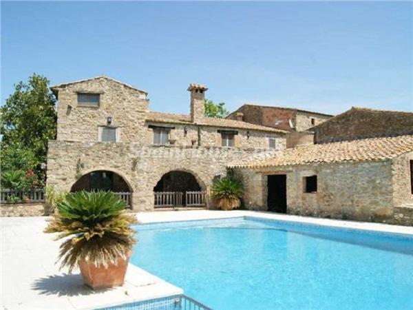 cistella girona - 22 fantásticas casas de piedra, masías catalanas y villas mallorquinas para enamorar