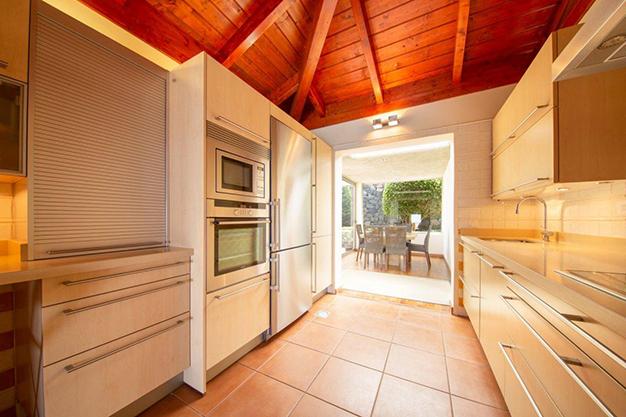 cocina 1 3 - Villa con vistas al mar en Tenerife: una casa de ensueño