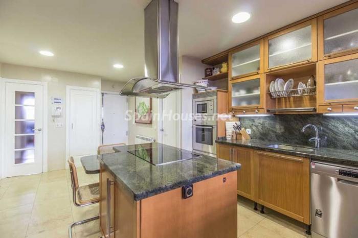 cocina 13 - Elegante, amplio y luminoso ático con vistas a todo el skyline de Madrid en Chamartín