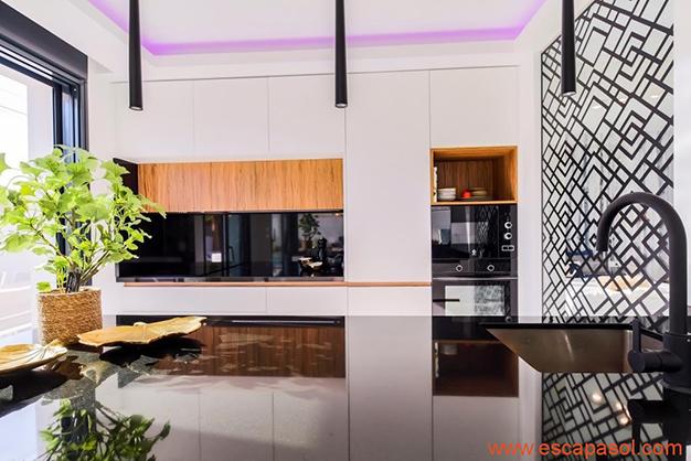 cocina 2 5 - Casa con piscina privada en la Costa Blanca: la mejor opción para disfrutar de un clima cálido