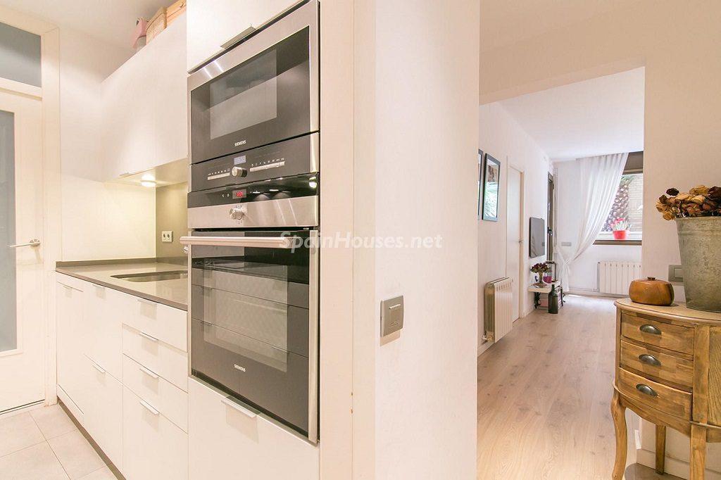 cocina 24 1024x682 - Coqueto piso de diseño en Barcelona (Santa Creu i Sant Pau) con un genial patio para disfrutar