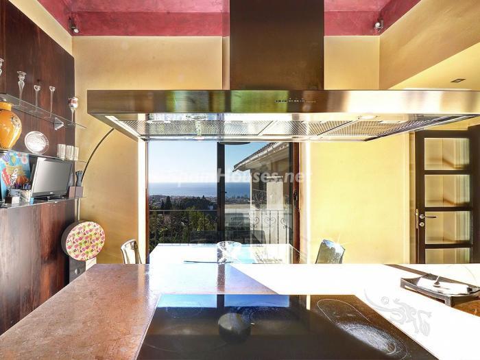 cocina 29 - Elegante y serena villa en Marbella (Costa del Sol), con vistas al mar y piscina cubierta