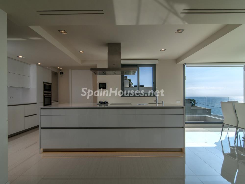 cocina 31 - Casa minimalista transparente, diáfana y abierta al mar en Castelldefels (Barcelona)