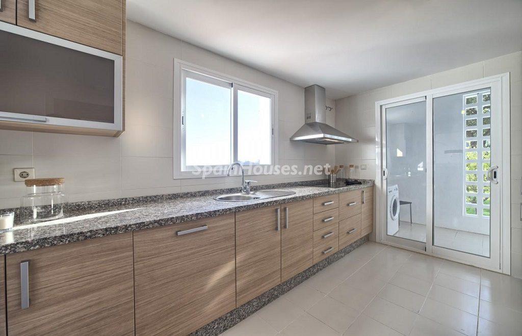 cocina 38 1024x659 - Precioso piso a estrenar en la Sierra de las Nieves (Istán, Marbella), naturaleza a 15 km del mar