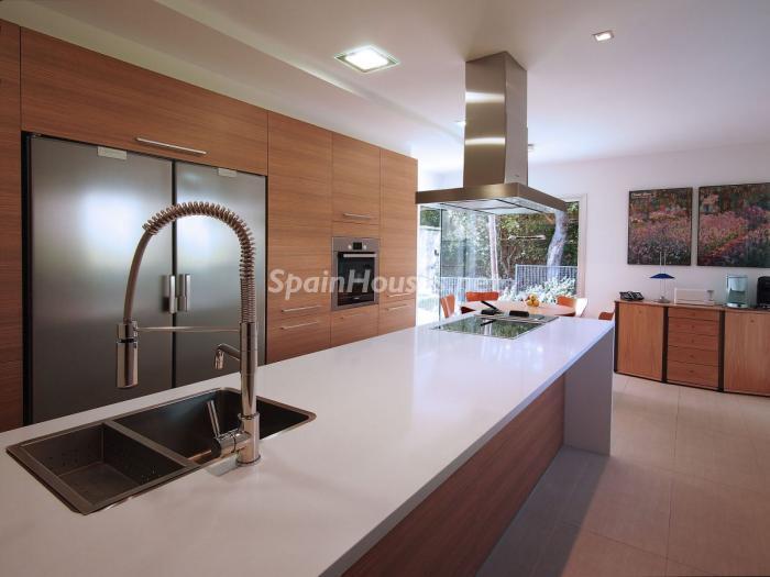 cocina 4 - Arquitectura bioclimática en un moderno chalet de diseño en Somió, Gijón (Asturias)