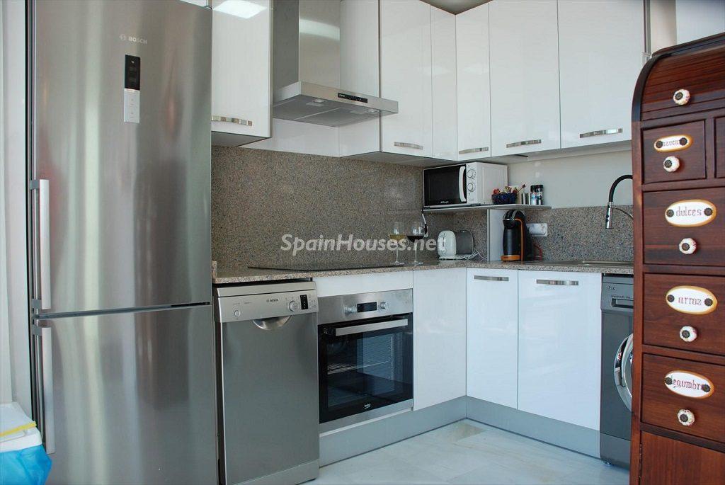 cocina 42 1024x685 - Ático en alquiler de vacaciones en Cádiz, ideal para el puente o el carnaval