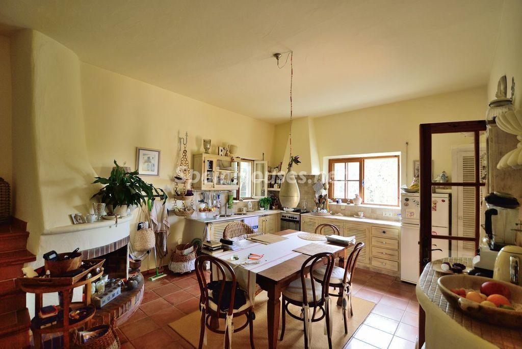 cocina 45 1024x685 - Lujo rústico, naturaleza y encanto en una romántica villa en San José, Ibiza (Baleares)