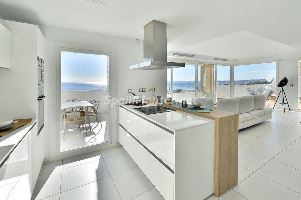 cocina 51 1024x683 - Precioso toque nórdico a estrenar con vistas al mar en Benalmádena (Costa del Sol, Málaga)