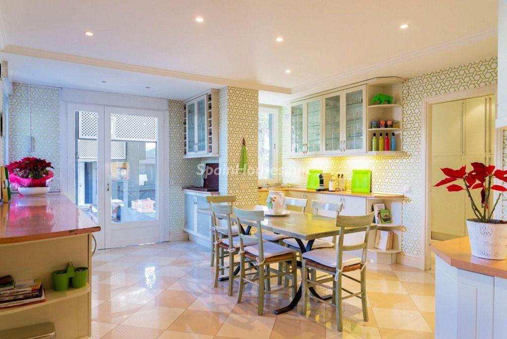 cocina 59 1024x684 - Fantástica casa con piscina y un hermoso jardín en Villanueva de la Cañada (Madrid)