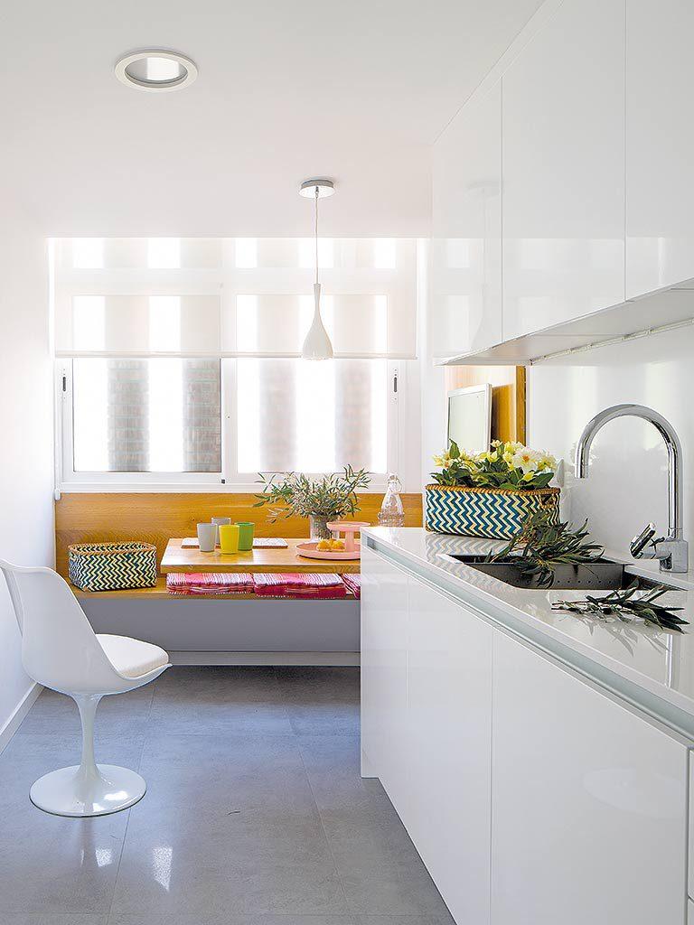 cocina 64 768x1024 - Una casa adosada luminosa y familiar frente al mar en Gavà (Barcelona)