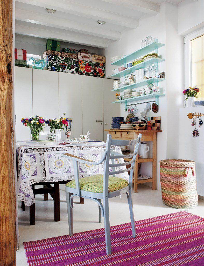 cocina 67 787x1024 - Precioso ático con sabor rústico y alma callejera en Lavapiés, Madrid