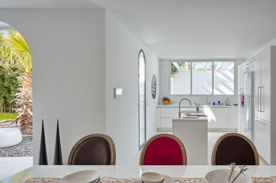 cocina 69 - Serenidad minimalista y mediterránea en una genial casa en Sotogrande (Cádiz)