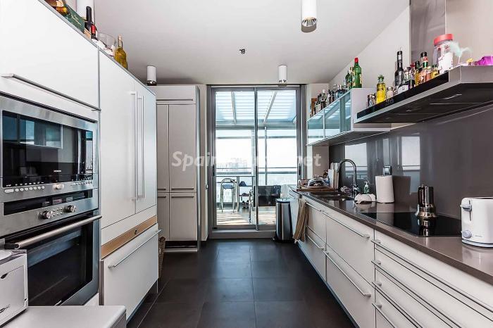 cocina 7 - Lujo en el cielo de Barcelona en un espectacular ático de diseño en Diagonal Mar