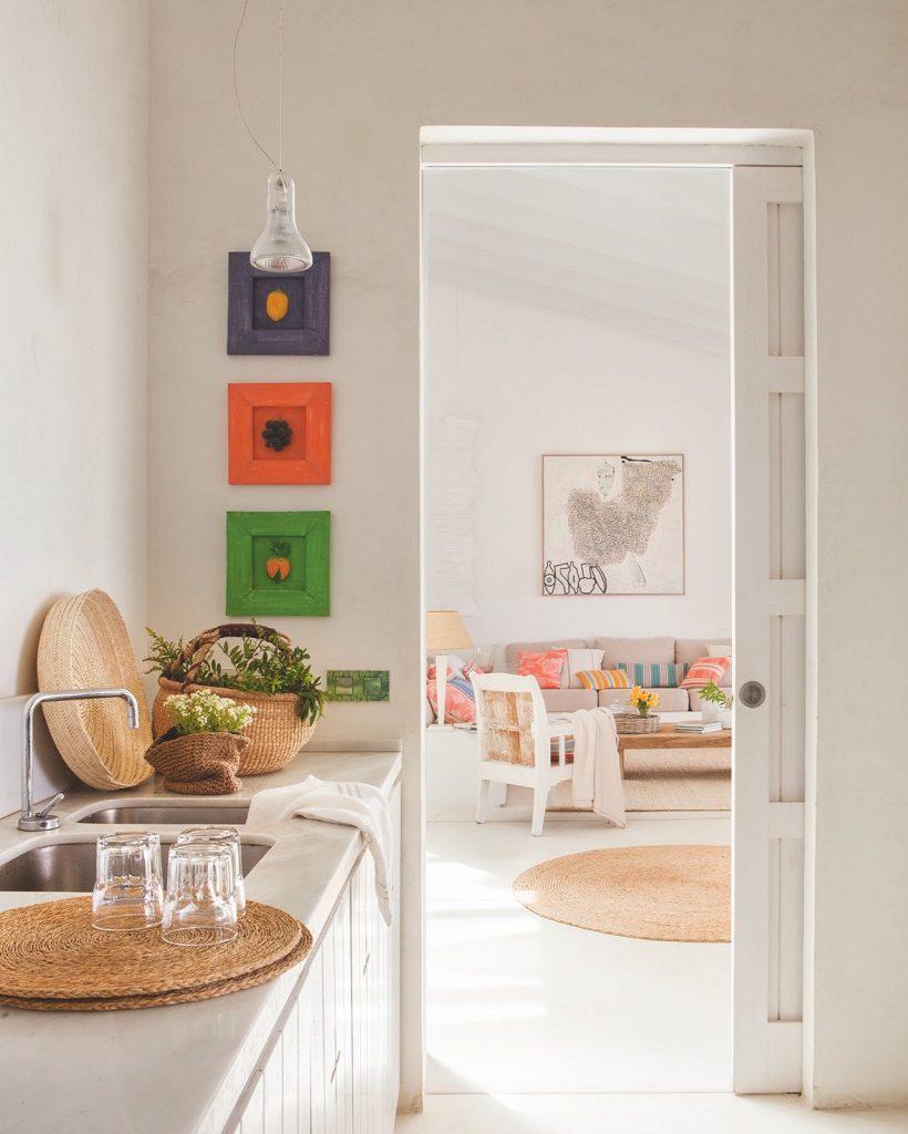 cocina 81 820x1024 - Fantástica casa junto al mar en Menorca (Baleares) abierta al Mediterráneo