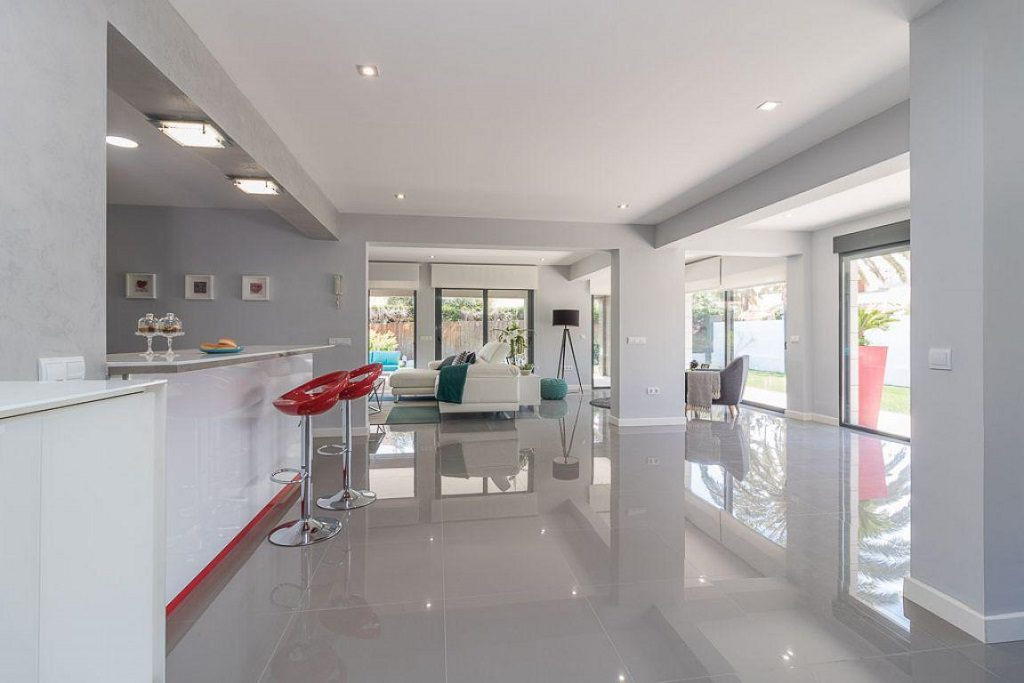 cocina salon 1024x683 - Preciosa casa de diseño en Orihuela Costa (Costa Blanca), en 2ª línea de playa
