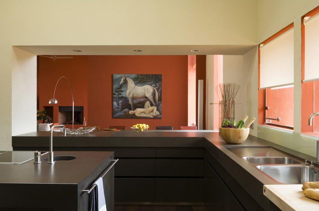 cocina1 10 1024x679 - Inspiración, color y elegancia en una preciosa casa en Sotogrande (Costa de la Luz, Cádiz)