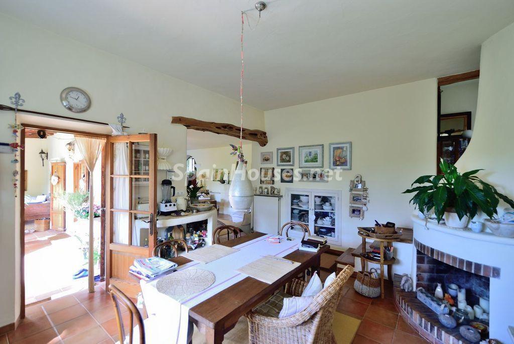 cocina1 14 1024x685 - Lujo rústico, naturaleza y encanto en una romántica villa en San José, Ibiza (Baleares)