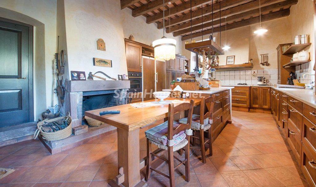 cocina1 16 1024x608 - Masía en la montaña: una escapada a la naturaleza a 33 km de Barcelona