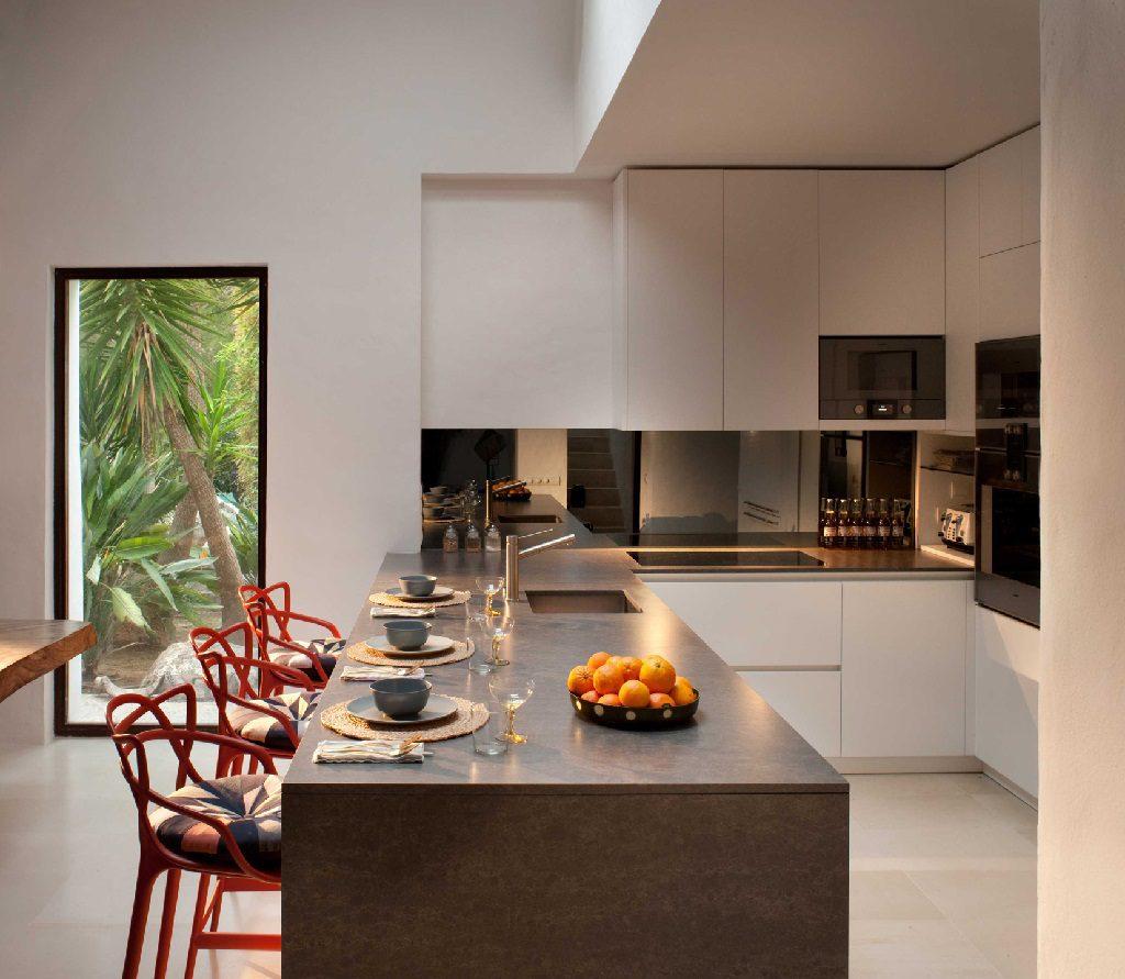 cocina1 24 1024x891 - Casa rústica y moderna en Ibiza (Baleares): diseño mediterráneo que enamora