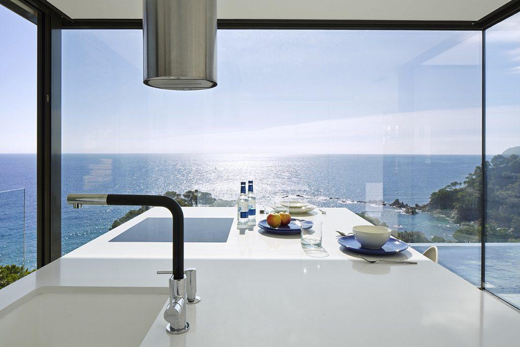 cocina1 26 1024x683 - Casa de diseño bañada por el sol en Santa Cristina d'Aro, Girona (Costa Brava)